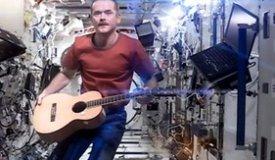 Командир экипажа МКС записал в космосе кавер-версию трека Дэвида Боуи