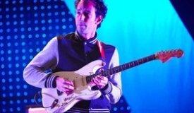 Гитарист The Strokes выпустил первое сольное видео