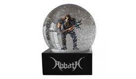 Блэк-металисты Abbath выпускают снежный шар