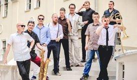 Optimystica Orchestra представили новый трек про «маленькую Хонду»
