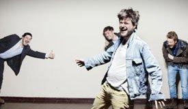 Песни с переодеванием. Mumford & Sons сняли клип «The Wolf»