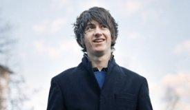 Вокалист Arctic Monkeys сыграл акустический сет