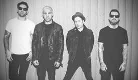 Fall Out Boy отметили ДР Патрика Стампа новым синглом