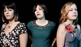 Sleater-Kinney сыграли самую рождественскую песню Ramones