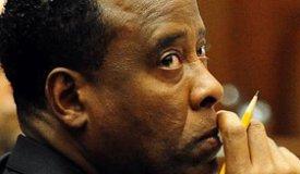 Врач Майкла Джексона вышел из тюрьмы на два года раньше срока