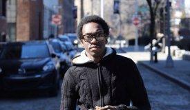 Чернокожий парень из Бруклина поет «Ленинград» и «ГрОб»