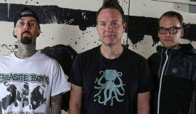 За неделю до релиза: новый альбом Blink-182 уже в сети
