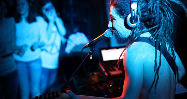 Rocky-Leon_live