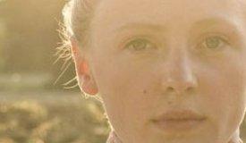 Лора Марлинг исполнила ранее неизданный трек