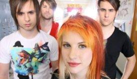 Paramore разбили кучу гитар в новом видео на песню Ain't It Fun