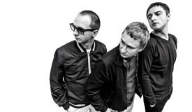 The Riots презентуют новый сингл в уютных «тоннах»