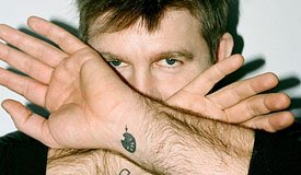 Джеймс Мерфи из LCD Soundsystem выложил две новые песни из фильма «Пока мы молоды»