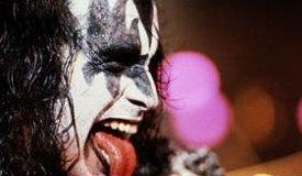 Джин Симмонс из группы Kiss против рэперов в Зале славы рок-н-ролла