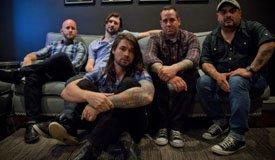 По панк-року: Taking Back Sunday сыграли новую песню «Tidal Wave»