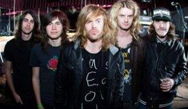 Дебютная пластинка австралийских рокеров The Deep End появилась в продаже