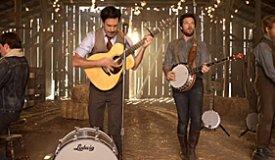 Комики из шоу Saturday Night Live снялись в новом клипе Mumford & Sons